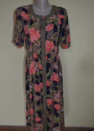 Шикарное котоновое платье в цветы на пуговицах модного фасона