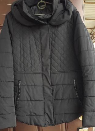 Симпатичная чорная курточка