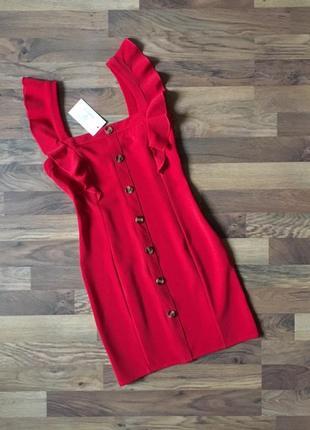 Новое с биркой приталенное красное платье размер s