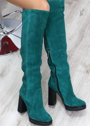 Зеленые замшевые зимние сапоги