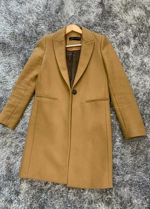 Шерстяное пальто в идеально состоянии трендового цвета кемел от zara(зара)