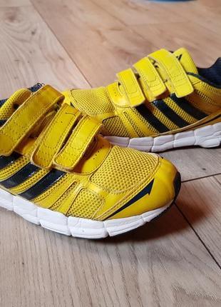 Фірмові кросівкі adidas 34p