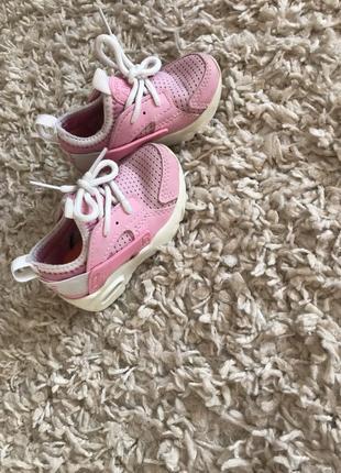 Кросівки для дівчинки nike