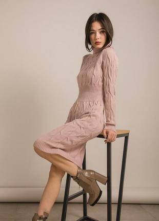 Вязаное лиловое платье нежное подчеркивает талию теплое гольф коса