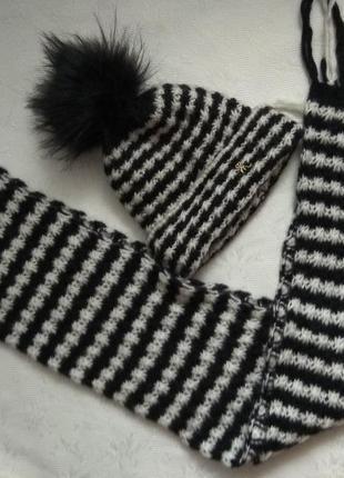 Зимняя шапка с шарфом.