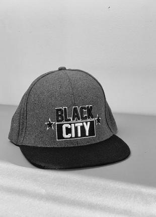 Кепка з вишитим принтом black city