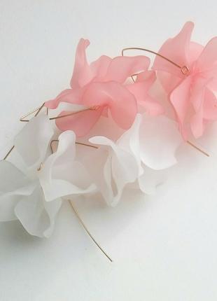 Самые нежные  серьги с акриловым цветком белый розовый красный