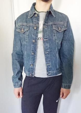 Олдскульная джинсовая курточка.