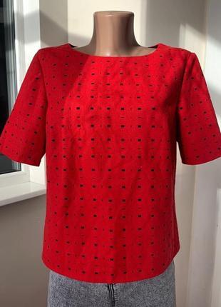 Красная блуза футболка