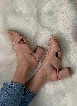 Нюдовые/розовые мюли. шлепки на низком каблуке