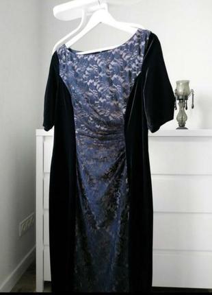 Черное бархатное платье по фигуре