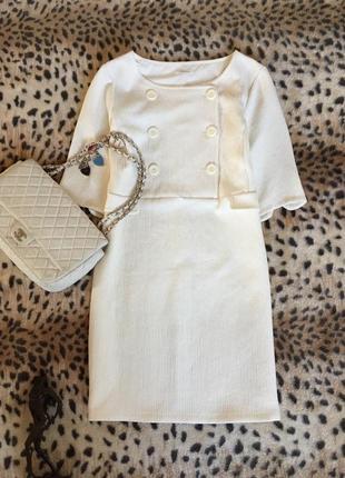 Молочное платье в стиле chanel свободного кроя