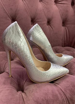 Серебряные туфли лодочки
