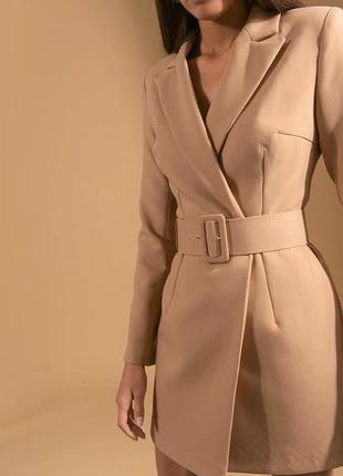 Новое бежевое платье пиджак на запах с поясом