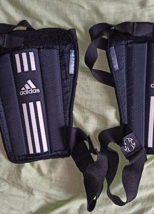 Футбольні захисти для ніг adidas