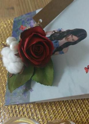 Брошка з трояндою