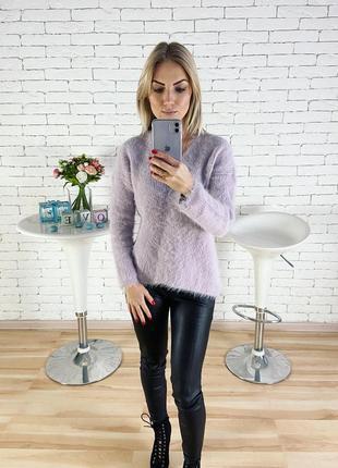Пушистый свитер лавандового цвета