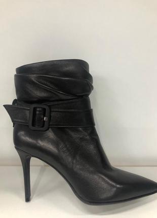 Женские ботинки на каблуке dumonde