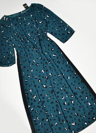 Стильное платье в леопардовый принт с лампасами