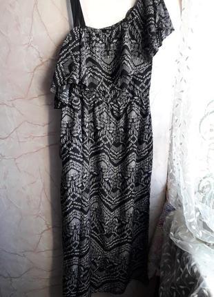 Очень легкое и красивое платье.размер 18 46 индия