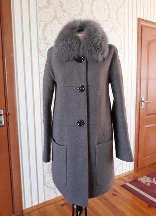 Красивенное шерстяное пальто полупальто букле