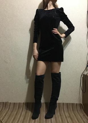 Платье с актуальными плечиками