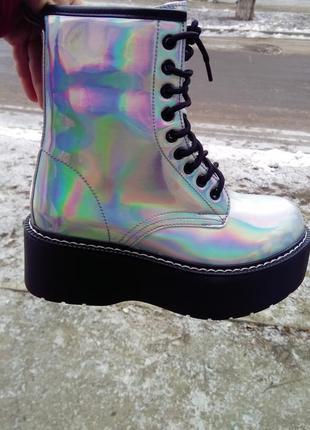 Серебристо- бензиновые ботинки на платформе