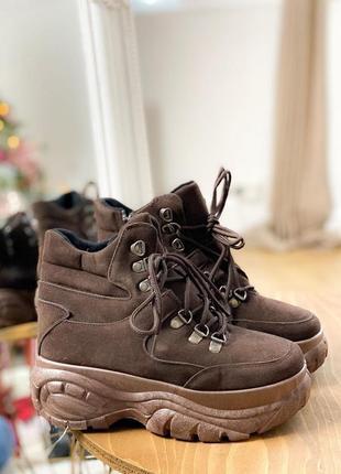 Коричневые высокие кроссовки на платформе