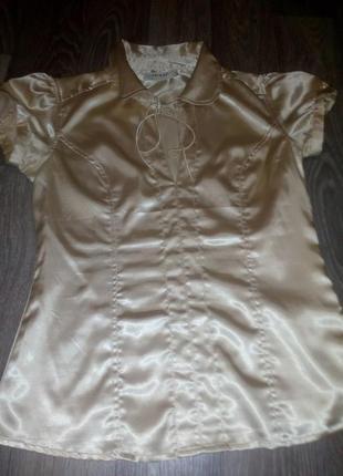 Красива я нежная блуза.