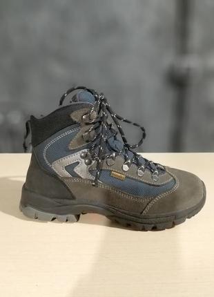 Трекінгові черевики