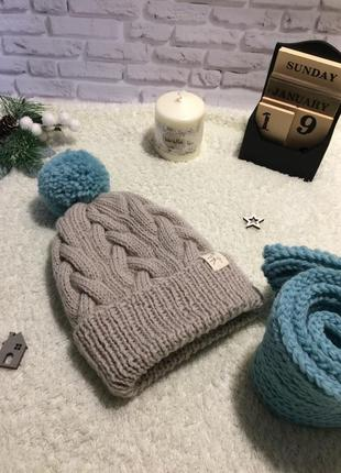 Красивая зимняя шапочка ручной работы