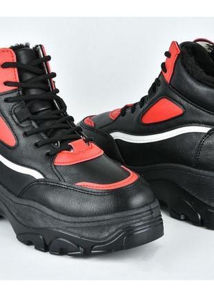 Чёрно- красные зимние кроссовки