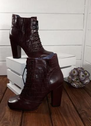 Шикарні шкіряні нові черевики