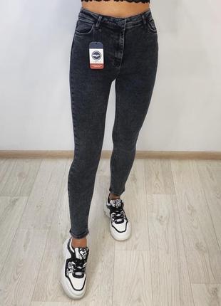 Новые джинсы скинни с высокой посадкой серые