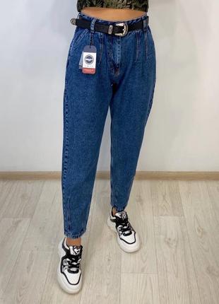 Новые джинсы бананки с ремнём и высокой посадкой