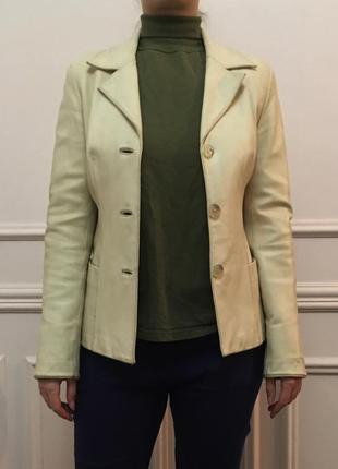 Женская кожаная куртка. в хорошем состоянии. размер 48.