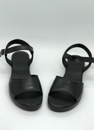 Чёрные женские босоножки из натуральной кожи2 фото