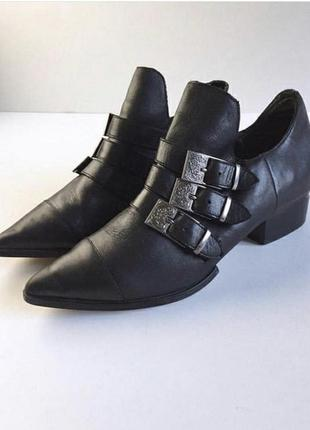 Очень стильные кожаные туфли с ремешками forever21