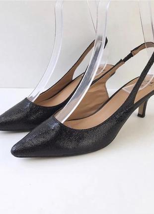 Актуальные туфли лодочки с открытой пяткой la halle