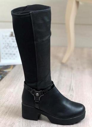 Черные сапоги на платформе и устойчивом каблуке
