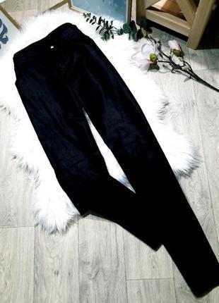 Актуальные джинсы с эффектом напыления