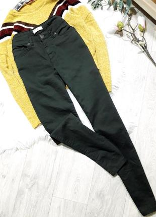 Стрейчевые джинсы насыщенного оттенка хаки