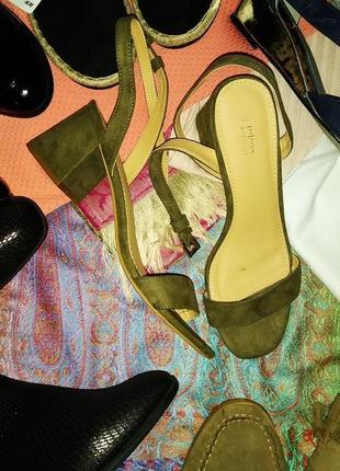 Фирменные босоножки,на устойчивом каблуке
