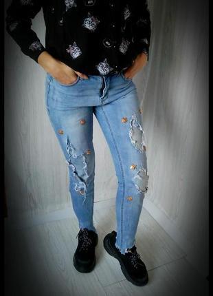 Джинсы, джинсовые штаны.