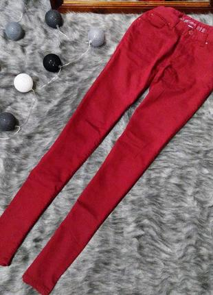 Джинсы трендового бордового цвета denim co