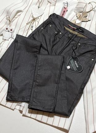 Новые джинсы скинни с пропиткой напылением блестящие италия made in italy