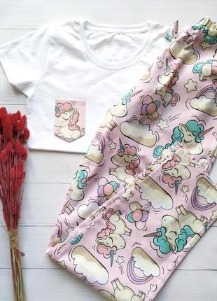 Женская пижама со штанами в единороги на розовом
