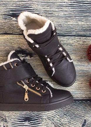 Коричневые зимние ботинки на меху