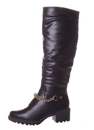 Женские зимние сапоги с цепью на устойчивом каблуке