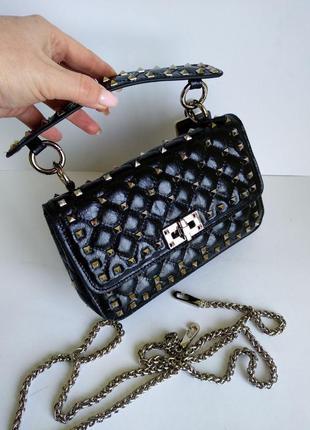 Крутая сумочка-мини с заклёпками